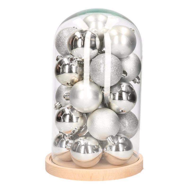 Stolp met 30 zilveren kerstballen