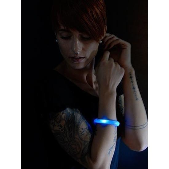Toppers 2x Blauwe LED licht wikkel armbanden voor volwassenen