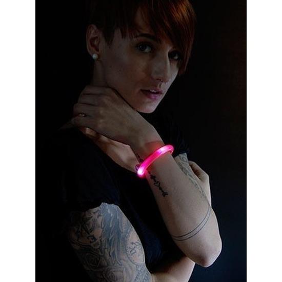 Toppers 2x Rode LED licht wikkel armbanden voor volwassenen