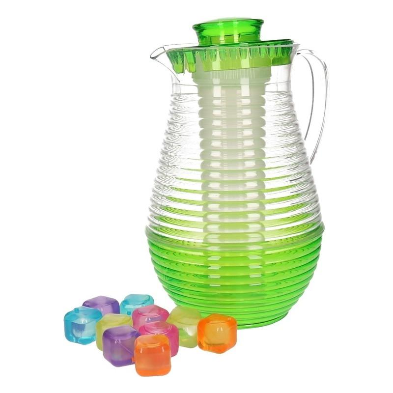 Groene schenkkan met koelfunctie en 10 ijsblokjes